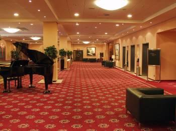 Foyer 1. OG