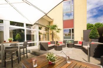 Terrasse mit großem Garten