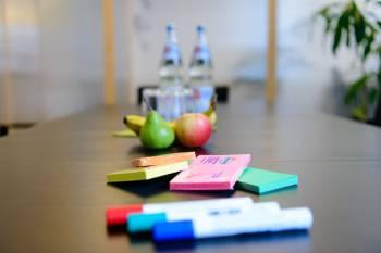Inspirierender Besprechungsraum in Coworking Space