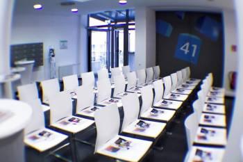 Moderner Raum mit Startup Atmosphäre