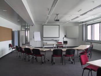 Professionell ausgestatteter Seminarraum