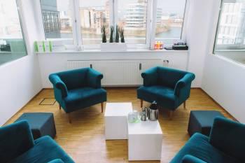 Moderner Besprechungsraum im Medienhafen