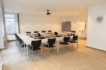 Moderne Tagungsräume nahe des Rheins in Düsseldorf
