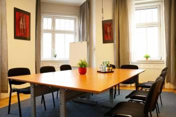 Voll ausgestattete Besprechungsräume im Marktfoschungsinstitut
