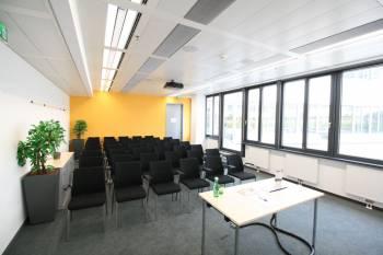 Moderner Schulungsraum mit Terrasse im 12. Bezirk