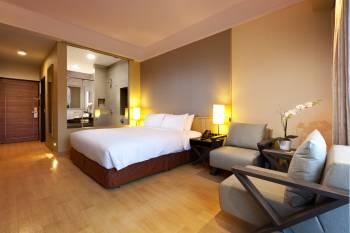 Grand Mercure Roxy Singapore - Deluxe Poolside Room