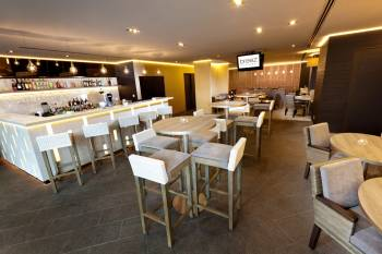 Grand Mercure Roxy Singapore - breez bistro.bar