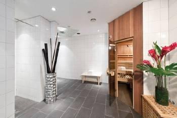 Sauna und Duschen