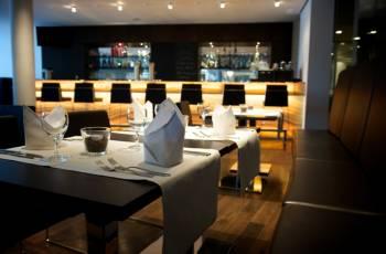 Bar mit Terrasse